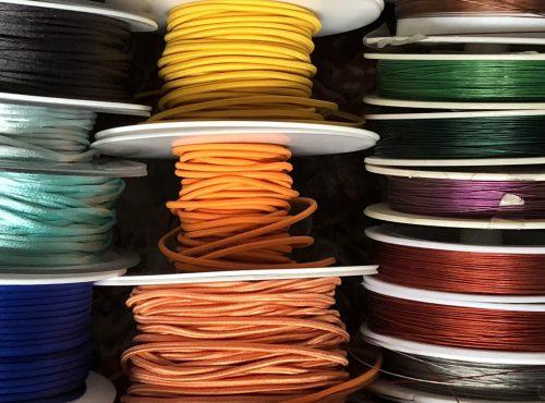 Metallici, elastici, cotone, nylon e cuoio